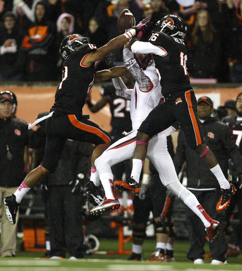 Utah Utes wide receiver Dres Anderson (6) can't make a catch while being defended by Oregon State Beavers cornerback Jordan Poyer (14) and Oregon State Beavers cornerback Rashaad Reynolds (16) during the second half of the game at Reser Stadium Saturday October 20, 2012. Oregon State won the game 21-7.